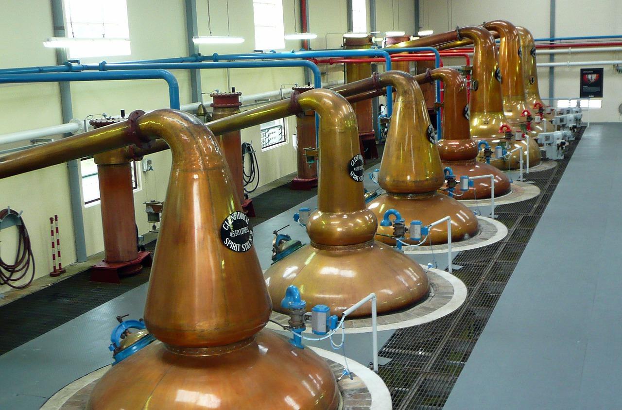 Prima distilare și importanța ei