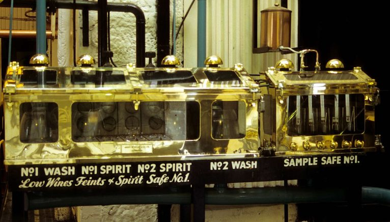 Spirit Safe, locul unde lichidul se colectează ca new make spirit