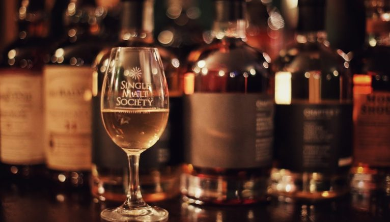 Seară inedită marca Single Malt Society, Dezbatere și Workshop @ QP Pub
