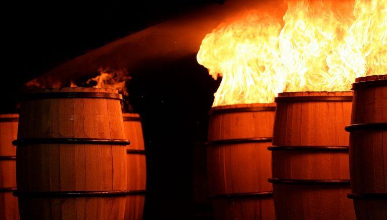 Procesul de arderea al butoaielor la interior