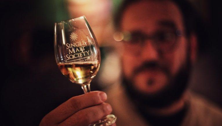 Ce înseamnă să fii membru într-o comunitate de whisky