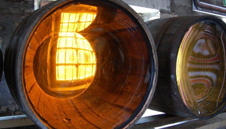 Investiția în butoaie rare de whisky  – un nou trend al colecționarilor de aur lichid